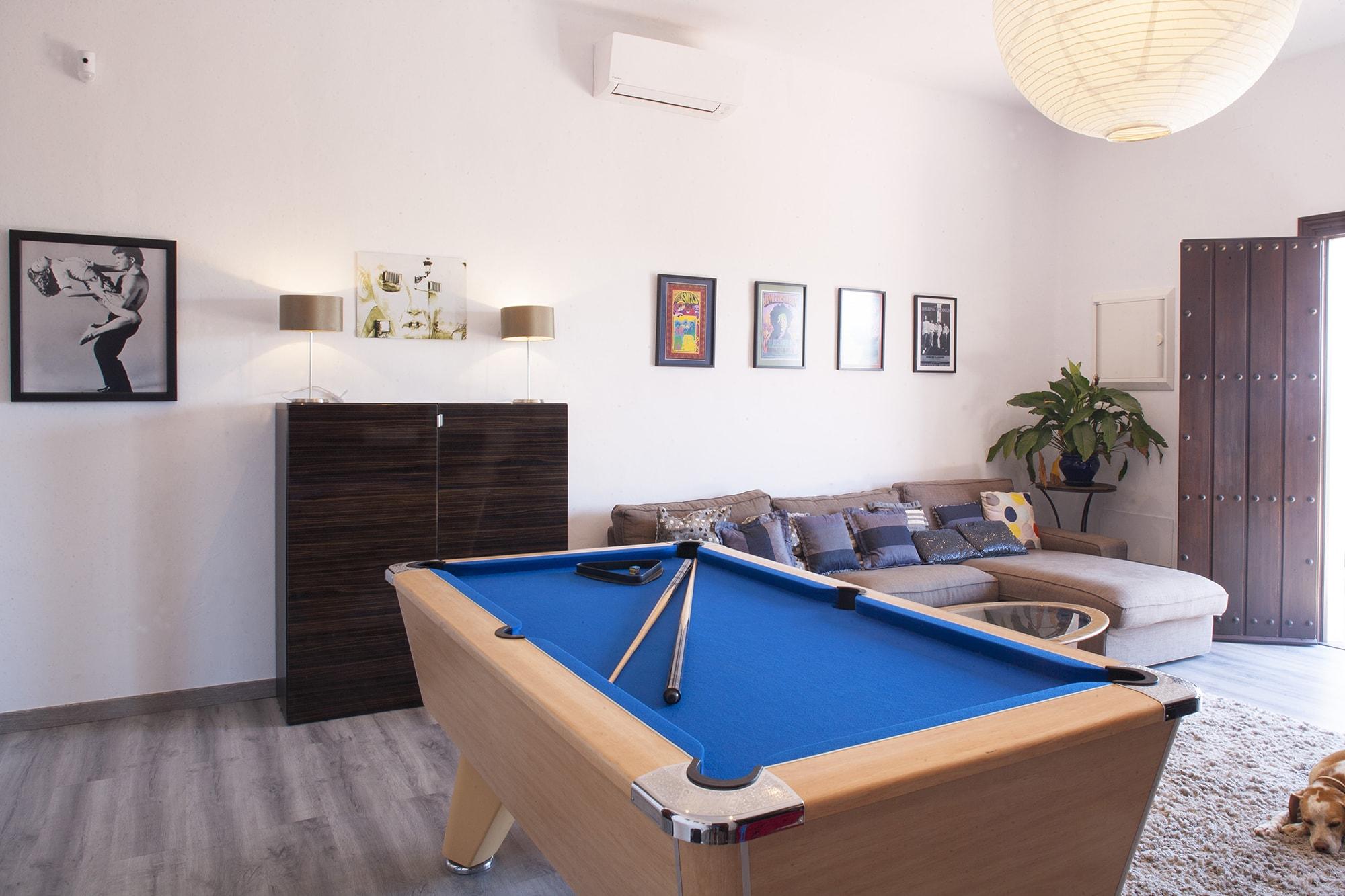 games room luxury villa