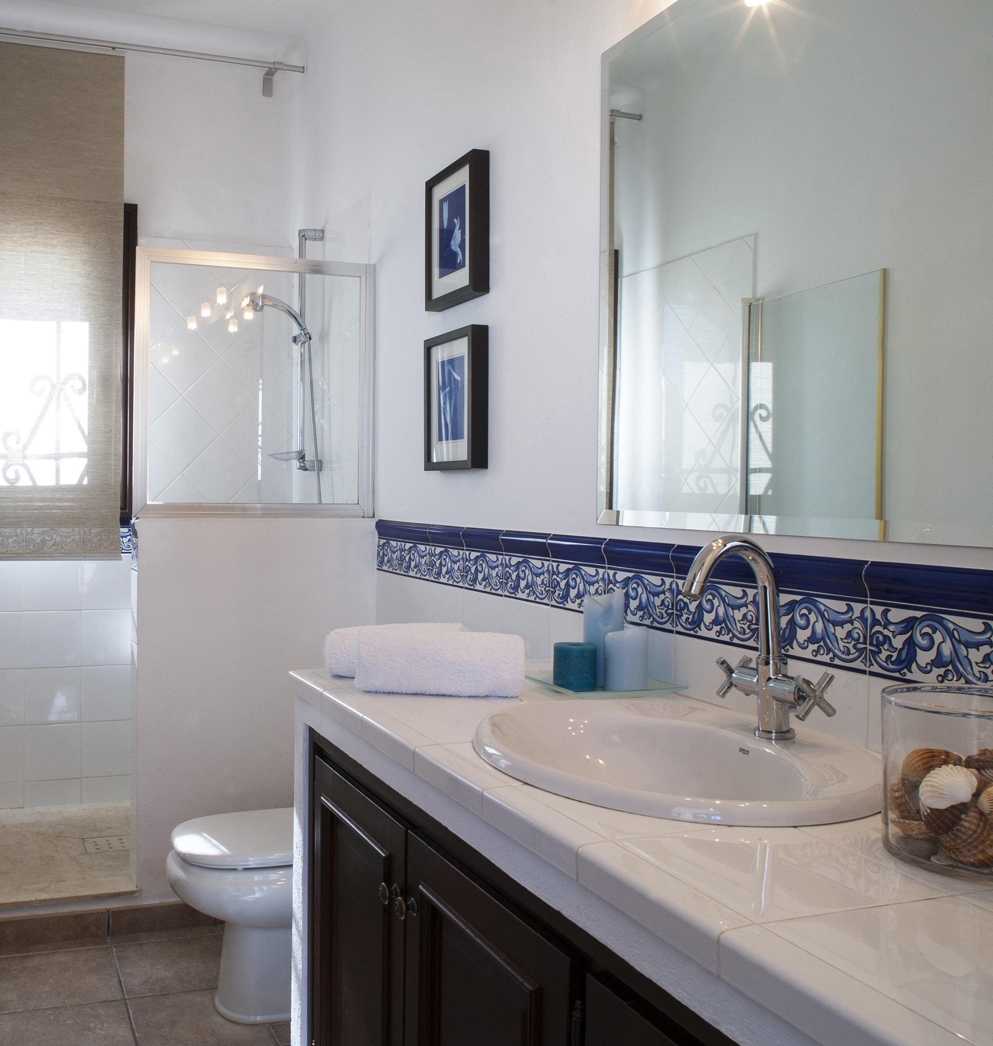 guest bathroom holiday villa