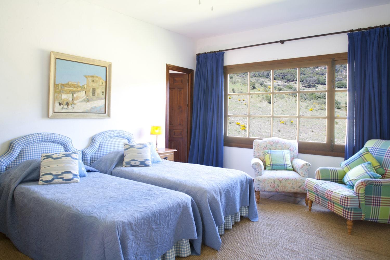twin bedroom villa gaucin