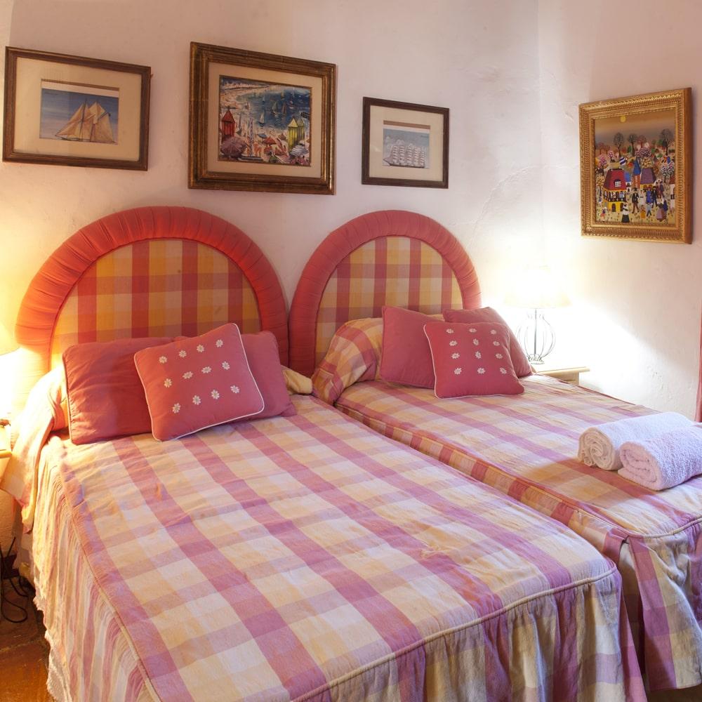 twin bedroom in best villa