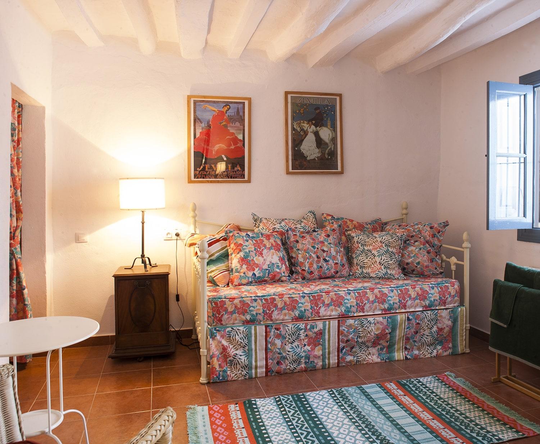 study villa to rent olvera
