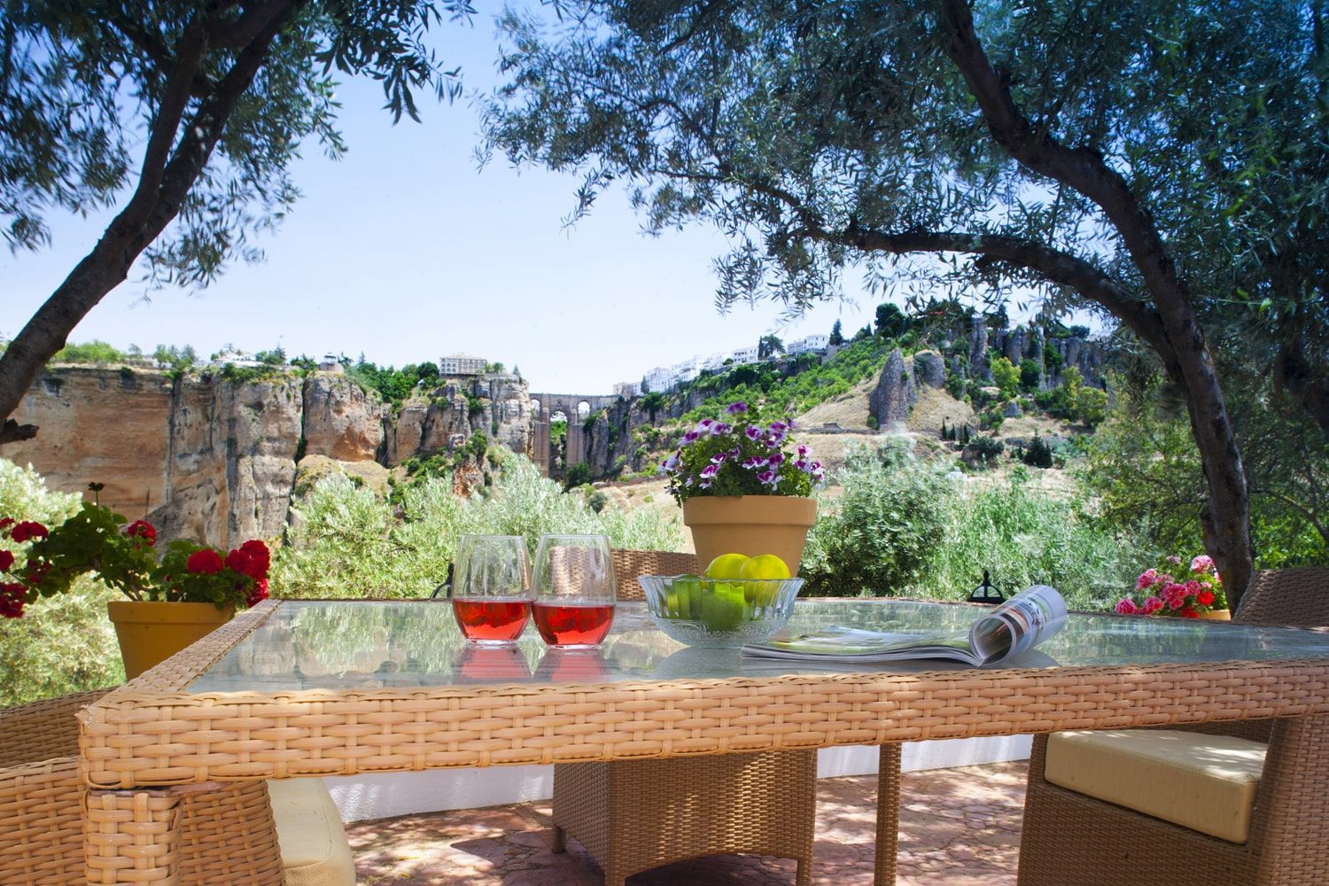 dining al fresco with ronda ahead