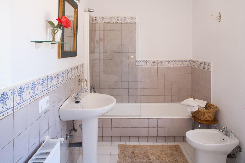 bathroom in holiday villa  gaucin