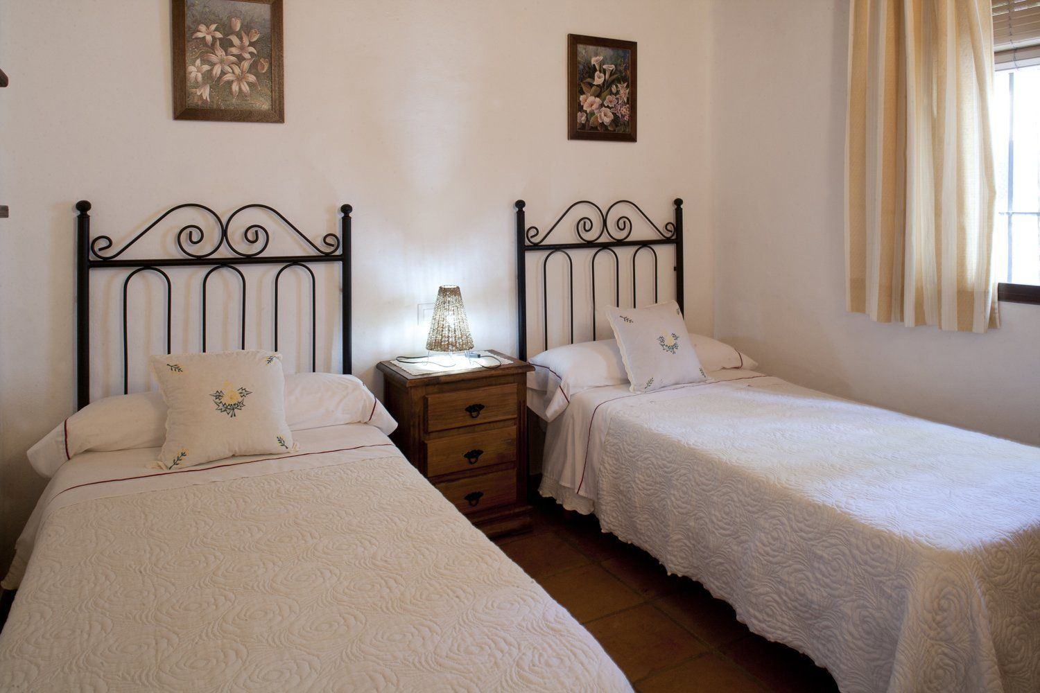 twin bedroom with A/C