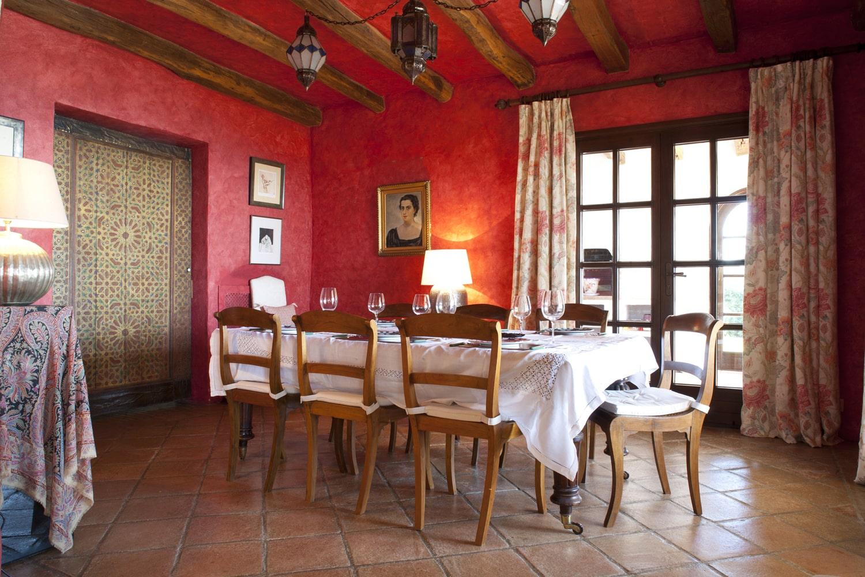 dining room in luxury holiday villa