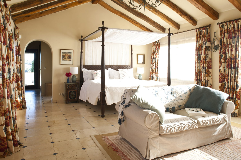 master bedroom luxury villa