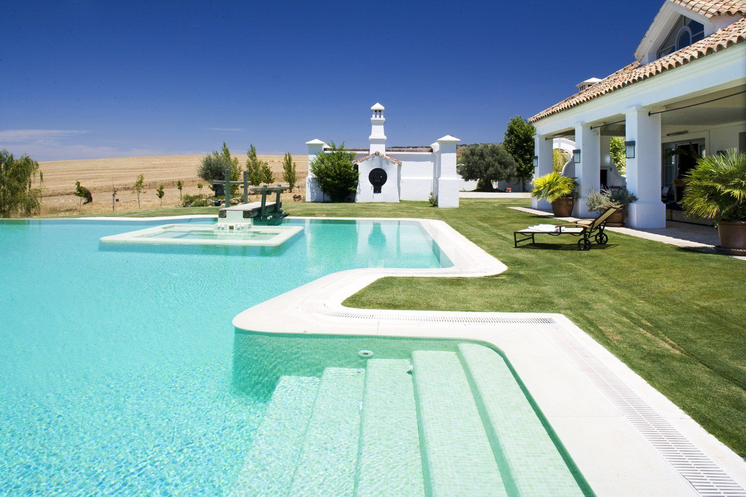 swimmimg pool ronda spain