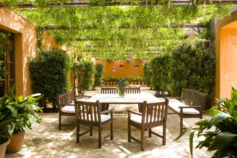 outside dining area ronda