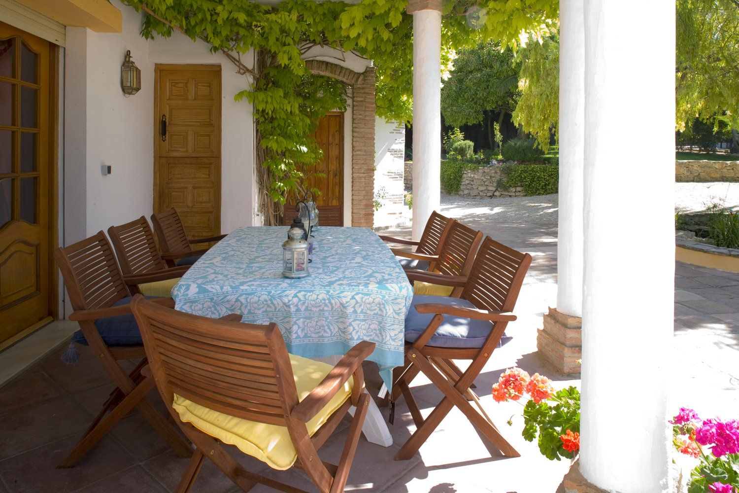 outdoor dining villa andalucia