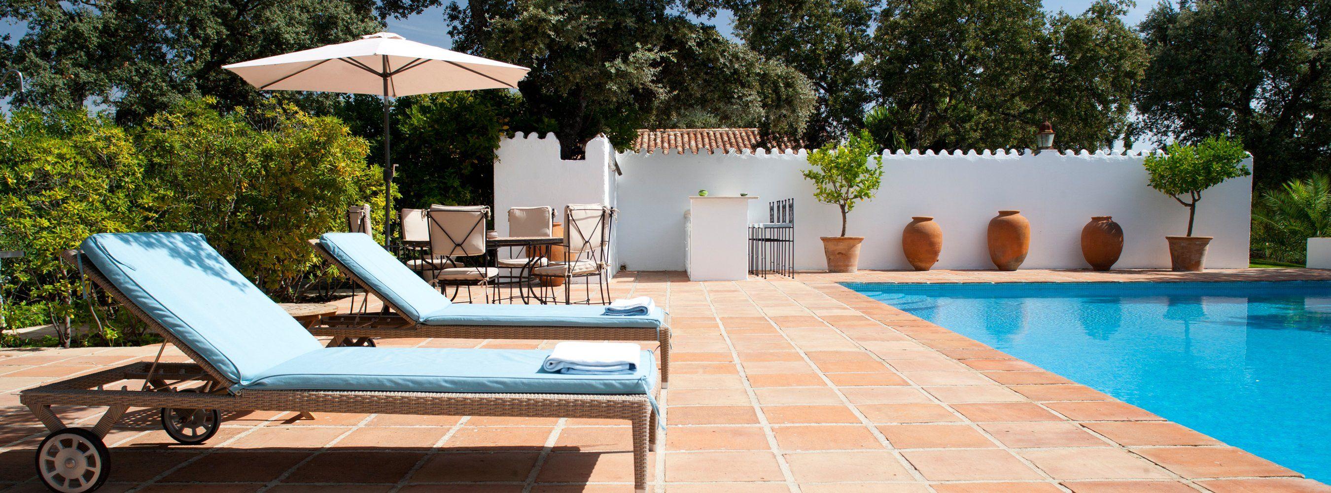 holiday rental pool las encinas