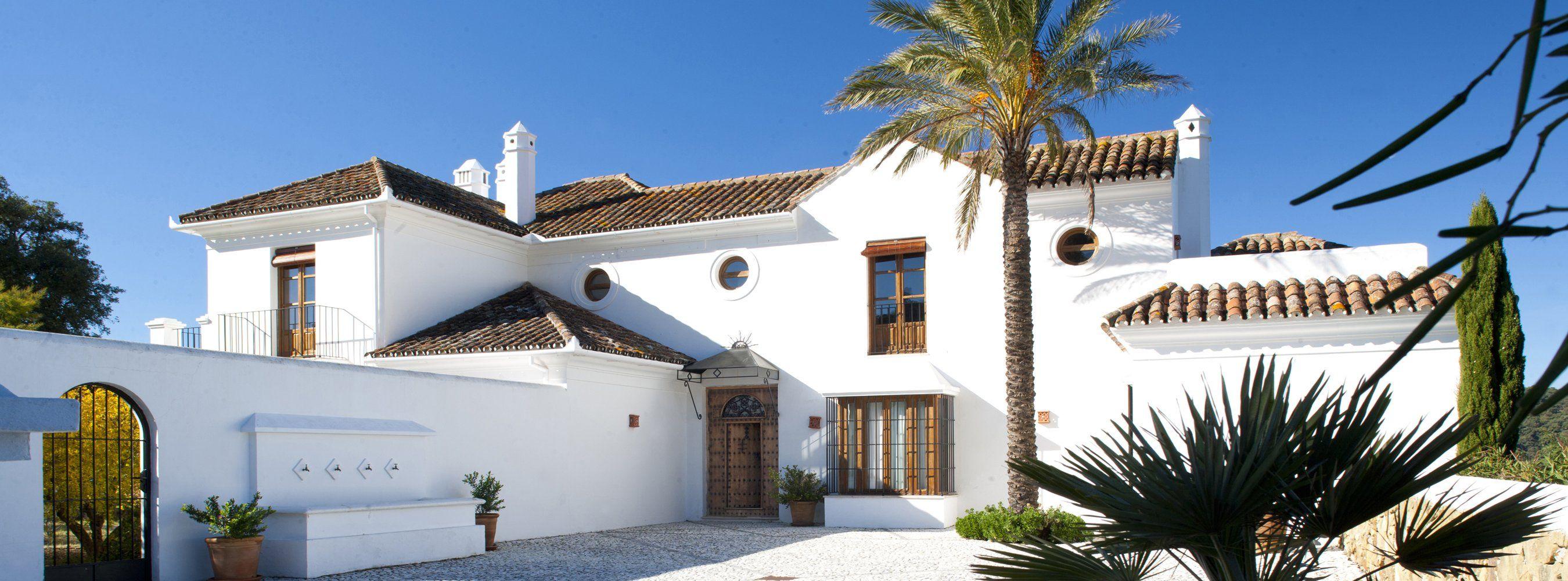 villa front facade