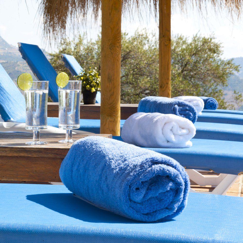 pool towels provided